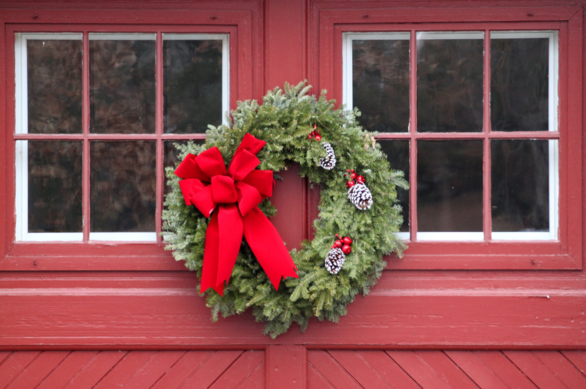 Holiday Decorating Guide | Overhead Door Company
